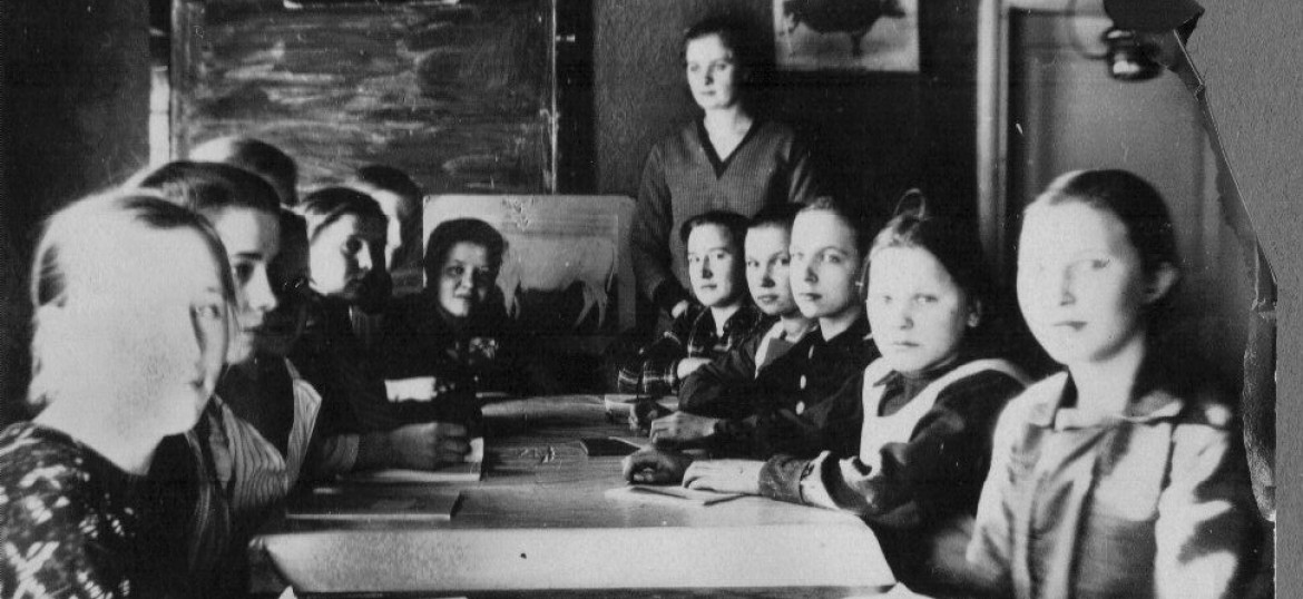 Kids at school in the 1940's Finland